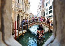 《威尼斯的小艇》教学课件设计